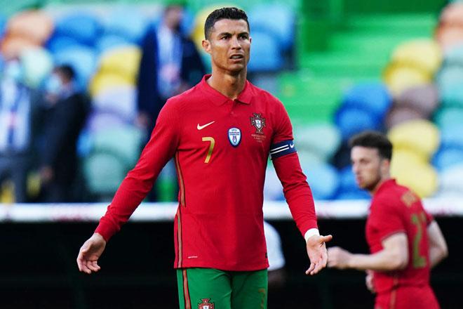 Tiền đạo: Cristiano Ronaldo (Bồ Đào Nha).