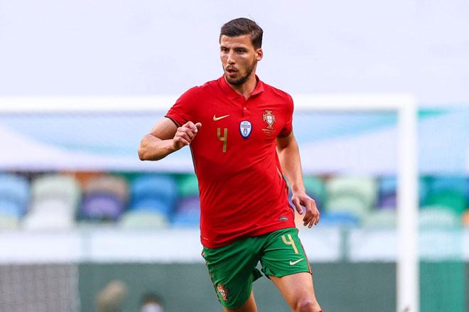 Trung vệ: Ruben Dias (Bồ Đào Nha).
