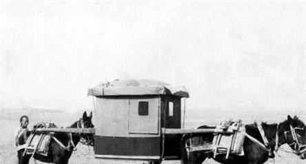 """Ảnh cũ về nhà Thanh: Chính quyền mua chiếc máy bay đầu tiên, người dân hiếu kỳ kéo nhau ra xem """"con vật khổng lồ"""" - Ảnh 7."""