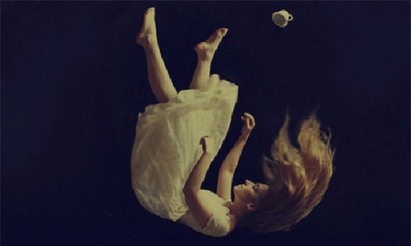 Mơ thấy rơi tự do