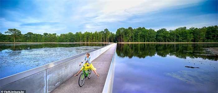 Con đường xe đạp xuyên qua hồ nước, đẹp nhất thế giới 1