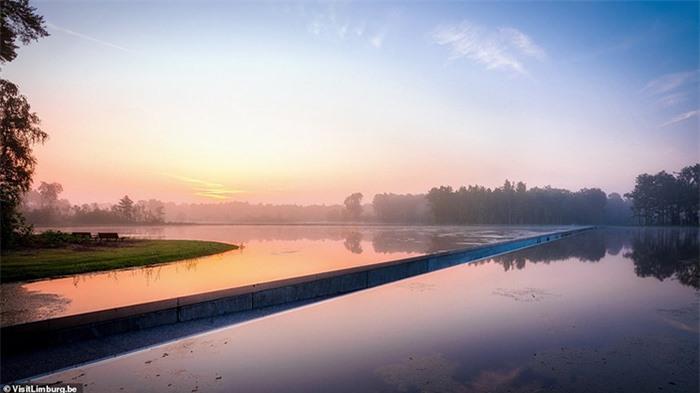 Con đường xe đạp xuyên qua hồ nước, đẹp nhất thế giới 2