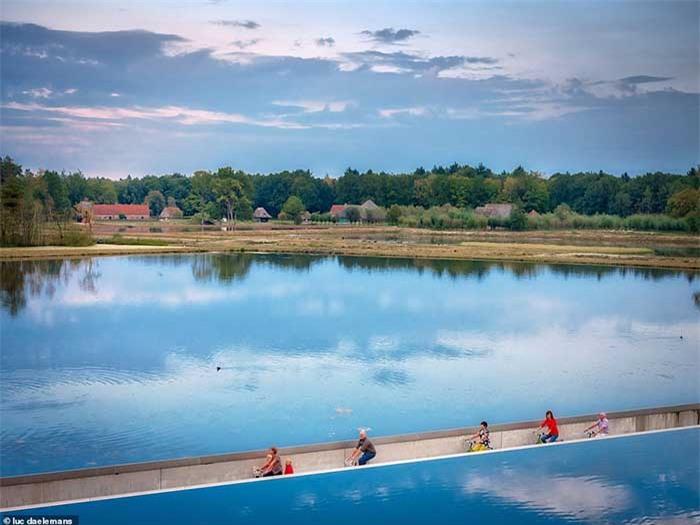 Con đường xe đạp xuyên qua hồ nước, đẹp nhất thế giới 3