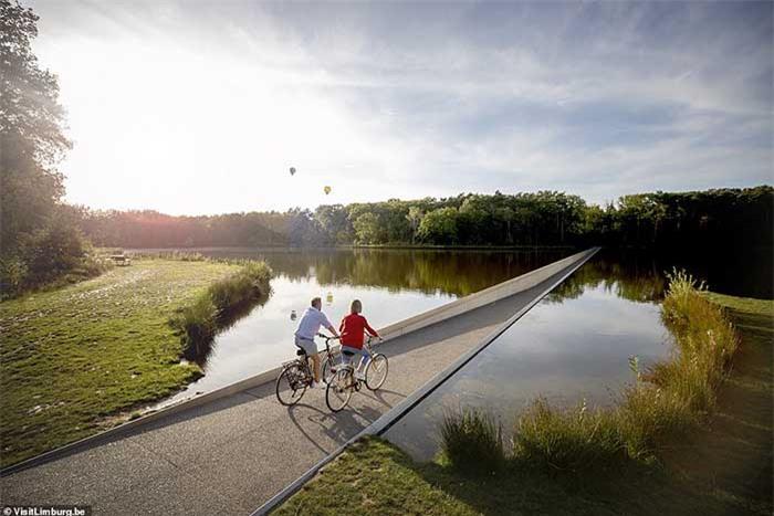 Con đường xe đạp xuyên qua hồ nước, đẹp nhất thế giới 4