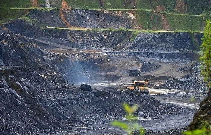 Kiên quyết không để hình thành ''điểm nóng'' về đất đai và khoáng sản.
