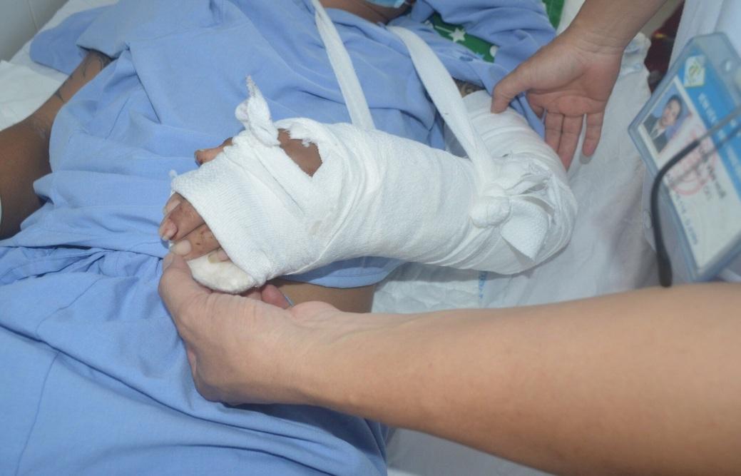 Sau phẫu thuật, bàn tay bệnh nhân hồng, ấm và đang phục hồi tốt.