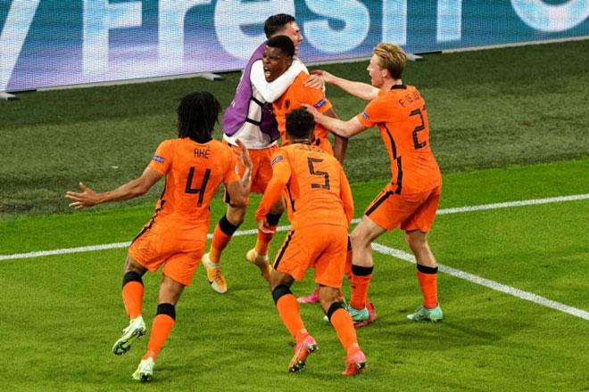 Hà Lan nhọc nhằn giành 3 điểm.