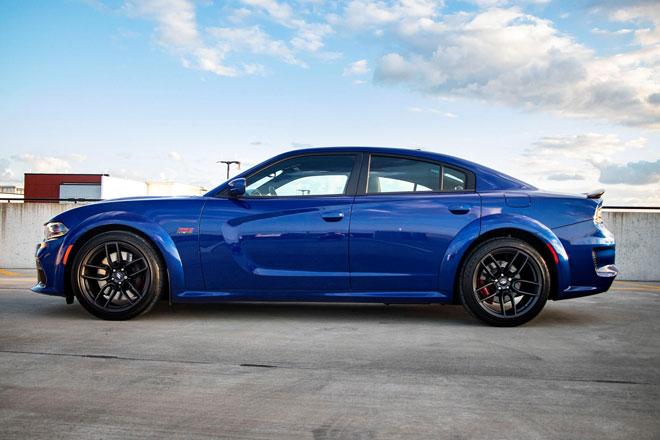 1. Dodge Charger (doanh số: 21.471 chiếc).