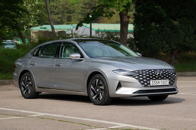 1. Hyundai Grandeur (doanh số: 7.802 chiếc).