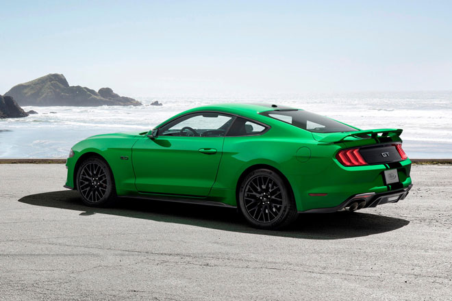 2. Ford Mustang (doanh số: 21.042 chiếc).
