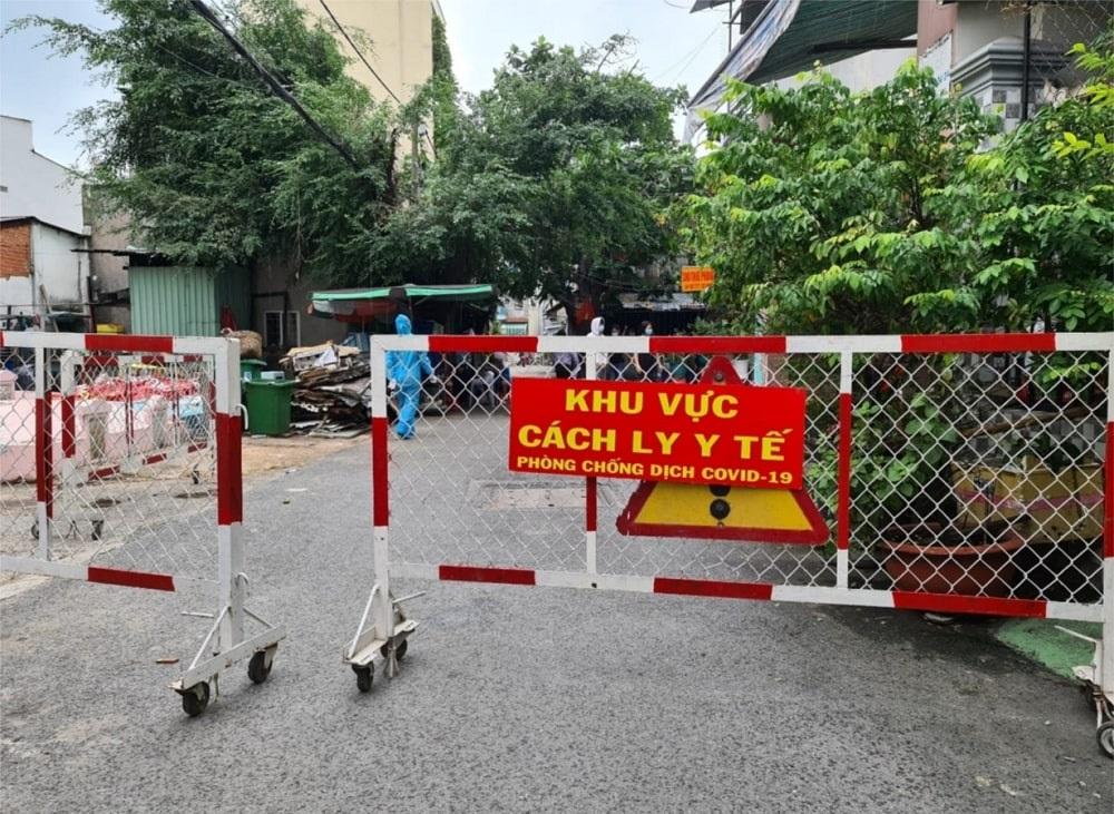 Thị xã Tân Uyên, nơi các ca bệnh sinh sống, phải thực hiện giãn cách xã hội theo Chỉ thị 16 của Chính phủ, từ 0 giờ, ngày 15/6/2021.