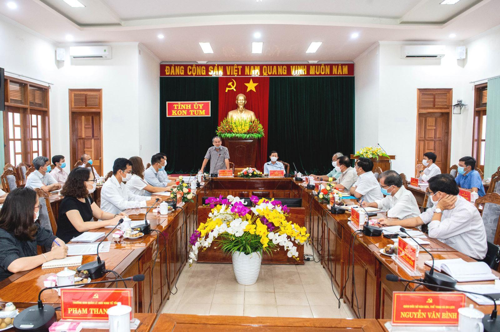 Bầu Đức làm việc với lãnh đạo tỉnh Kon Tum.