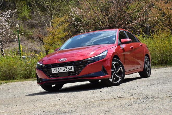 5. Hyundai Avante - Hyundai Elantra (doanh số: 6.697 chiếc).