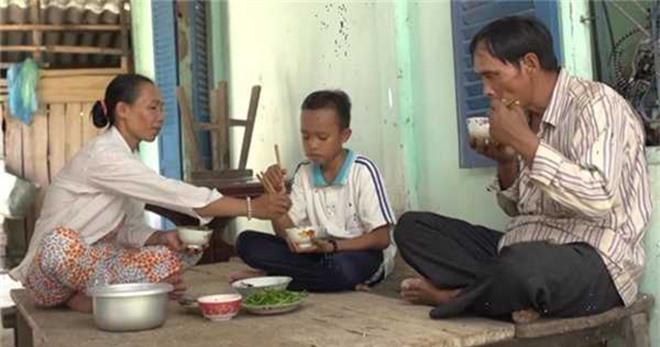 Bố ruột Hồ Văn Cường khi rời quê: Làm việc cho Phi Nhung, nhận lương tháng 10 triệu đồng - Ảnh 1.