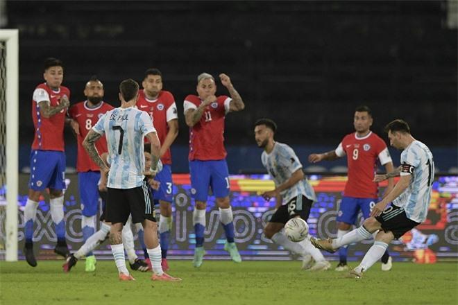 Messi ghi bàn đẹp mắt vào lưới Chile