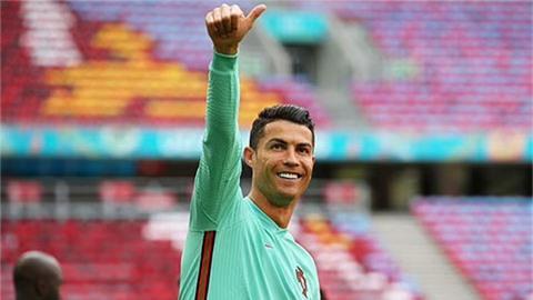 MU chào mời Ronaldo lương 17 triệu bảng/năm