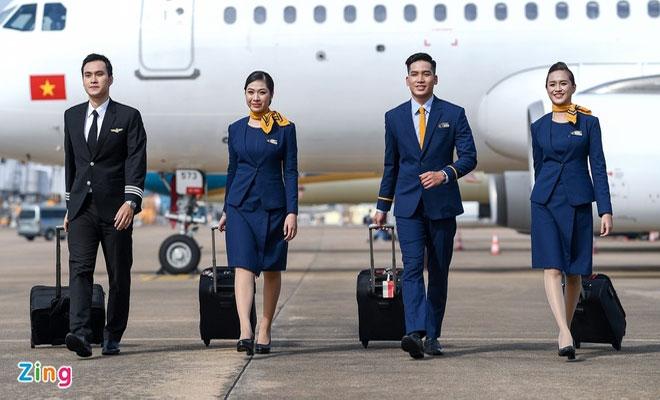 Dịch COVID-19 khiến tiếp viên hàng không bỏ nghề, chạy xe công nghệ