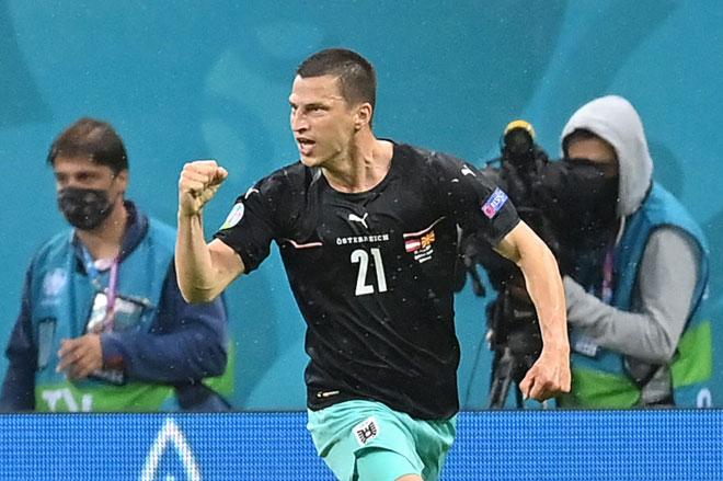 Tiền vệ phải: Stefan Lainer (Áo).