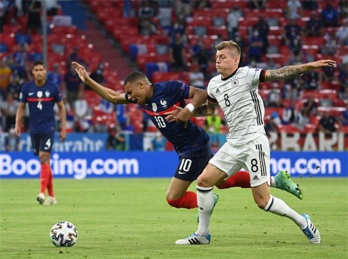 Kroos chơi cố gắng trước Pháp