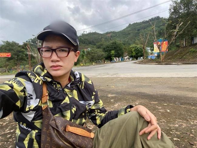 Giữa lúc nhiều nghệ sĩ vướng lùm xùm từ thiện, Trang Trần vẫn vô tư đi kêu gọi quyên góp  - Ảnh 2.
