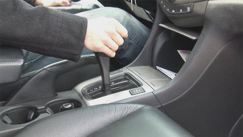 Những sai lầm nghiêm trọng khi chuyển từ lái xe số sàn sang số tự động 3