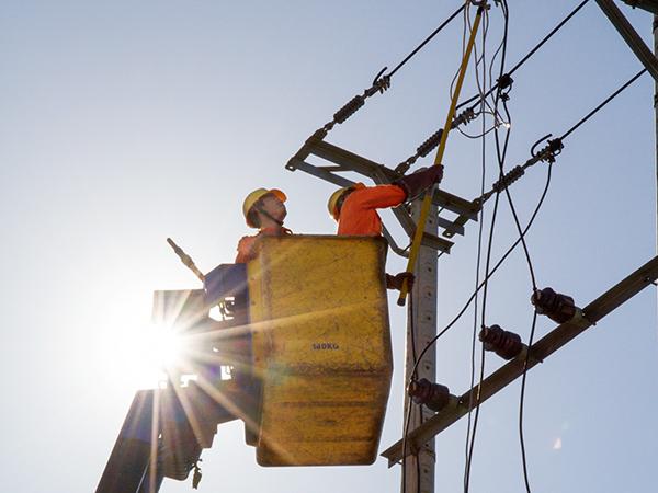 Miền Trung đã vào cao điểm mùa nắng nóng nên lượng điện tiêu thụ của các hộ gia đình cũng tăng cao