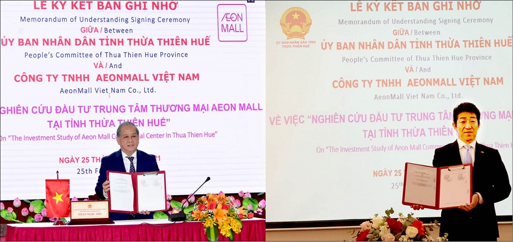 Chủ tịch UBND tỉnh Thừa Thiên Huế Phan Ngọc Thọ và đại diện AEONMALL Việt Nam ký kết biên bản ghi nhớ theo hình thức trực tuyến.