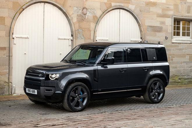 2. Land Rover Defender V8.