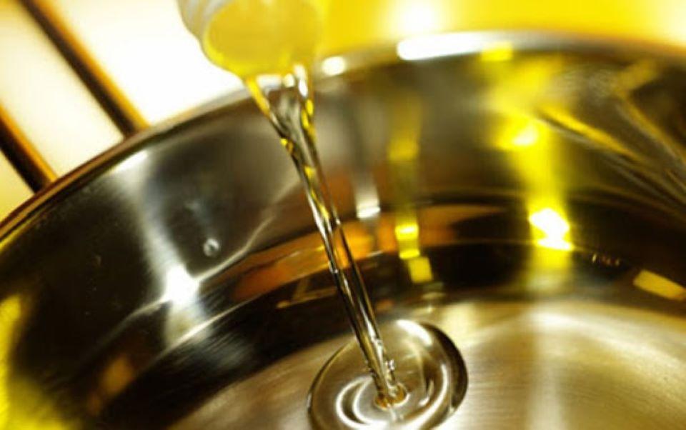 Mẹo nhận biết dầu ăn thật hay giả chỉ bằng mắt thường