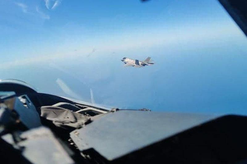 Su-35 và Su-27 của Nga đánh chặn tiêm kích F-35 lần thứ ba trong tháng