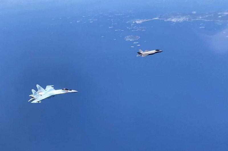 Su-35 và Su-27 của Nga đánh chặn tiêm kích F-35 lần thứ ba trong tháng?