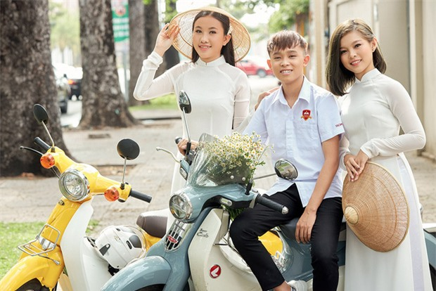 Chị sinh đôi của Hồ Văn Cường từng khen mẹ nuôi Phi Nhung là một người tuyệt vời, nói gì về chuyện cát-xê? - Ảnh 1.