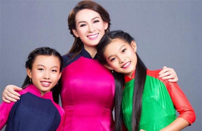 Chị sinh đôi của Hồ Văn Cường từng khen mẹ nuôi Phi Nhung là một người tuyệt vời, nói gì về chuyện cát-xê? - Ảnh 4.