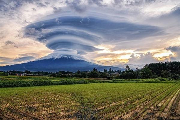 Đám mây bí ẩn xuất hiện trên đỉnh núi Phú Sĩ khiến cư dân mạng ngỡ ngàng, sự thật là gì? ảnh 3