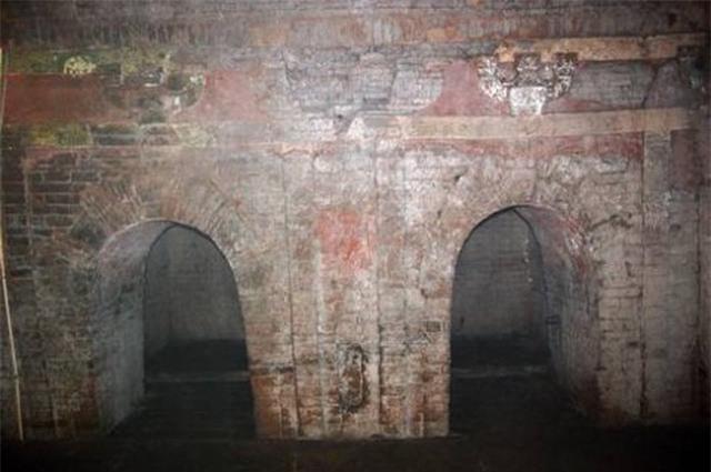 Ngôi mộ cổ vô tình được cậu bé chăn cừu phát hiện, chuyên gia hào hứng khai quật nhưng không tìm thấy gì: Hóa ra lý do là đây! - Ảnh 1.