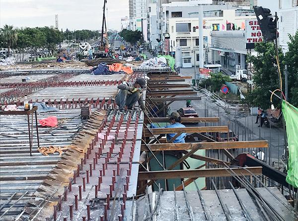 Công trình thi công cải tạo cụm nút giao thông phía Tây cầu Trần Thị Lý (Đà Nẵng) đang được khẩn trương đẩy nhanh tiến độ