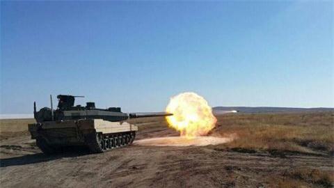 Tho chot gia tang Altay dat gan gap 4 lan T-90 Nga