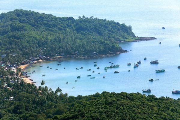 Hòn Thơm khi xưa còn là một làng chài nghèo, chốn nghỉ chân của tàu bè tứ xứ.