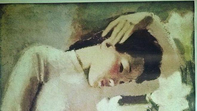 Thiếu nữ bên hoa huệ là một tác phẩm tranh sơn dầu do họa sĩ Tô Ngọc Vân sáng tác năm 1943. Bức tranh mô tả chân dung một thiếu nữ mặc áo dài trắng bên cạnh lọ hoa huệ trắng. Tác phẩm này được coi là tiêu biểu trong sự nghiệp sáng tác của họa sĩ Tô Ngọc Vân cũng như đại diện tiêu biểu cho mỹ thuật Việt Nam đầu thế kỷ 20. Ảnh: Tạp chí Mỹ thuật.