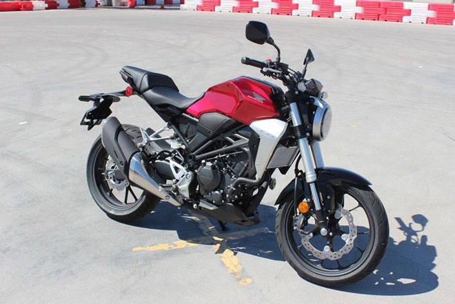 3. Honda CB300R (giá: 4.649-4.949 USD).