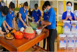 Bình Phước: Thanh niên và người dân muối dưa cà, làm nước mát tặng các chiến sĩ nơi tuyến đầu chống dịch