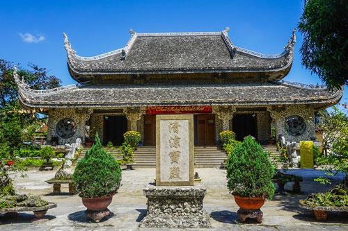 Độc đáo Ngôi Chùa được làm từ San Hô và Gáo Dừa cùng Pho tượng Phật Bí ẩn ở Phú Yên