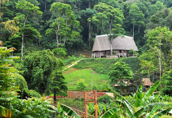 Theo Trang TTĐT huyện Kon Plông, Măng Đen nằm ở độ cao trung bình 1.000-1.500 m so với mực nước biển, có khí hậu ôn đới quanh năm mát mẻ. Ảnh: Minh Hoàng.