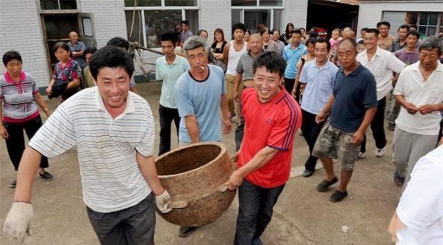 Chàng trai số đỏ tìm thấy bộ 3 bảo vật khi đào hầm biogas: Giao nộp miễn phí cho nhà nước! - Ảnh 1.