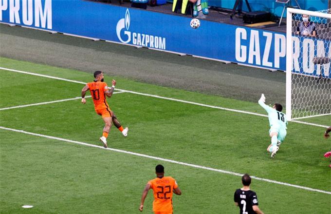 Depay ghi bàn mở tỷ số nhưng có 1 pha bỏ lỡ khó tin ở trận Hà Lan vs Áo