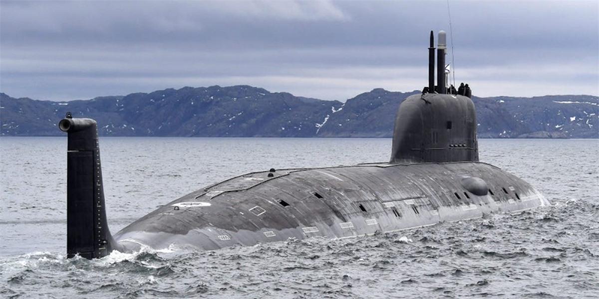 Tàu ngầm hạt nhân Kazan của Hải quân Nga đến căn cứ ở Severomorsk ngày 1/6/2021. Ảnh: Tass