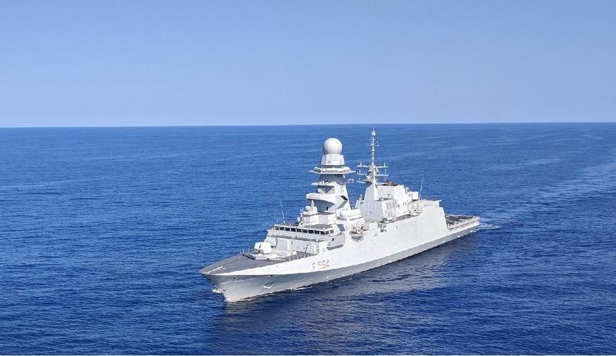 Tàu FREMM Alpino của Ý đang cơ động ngoài khơi bờ biển Virginia trong đợt triển khai năm 2018 tới Bờ Đông nước Mỹ. Indonesia là khách hàng mới nhất của loại tàu này. (Ảnh: David B. Larter)