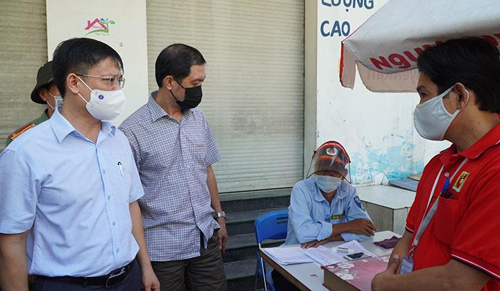 Kiểm tra công tác phòng, chống dịch tại Chợ đầu mối Phú Hậu.