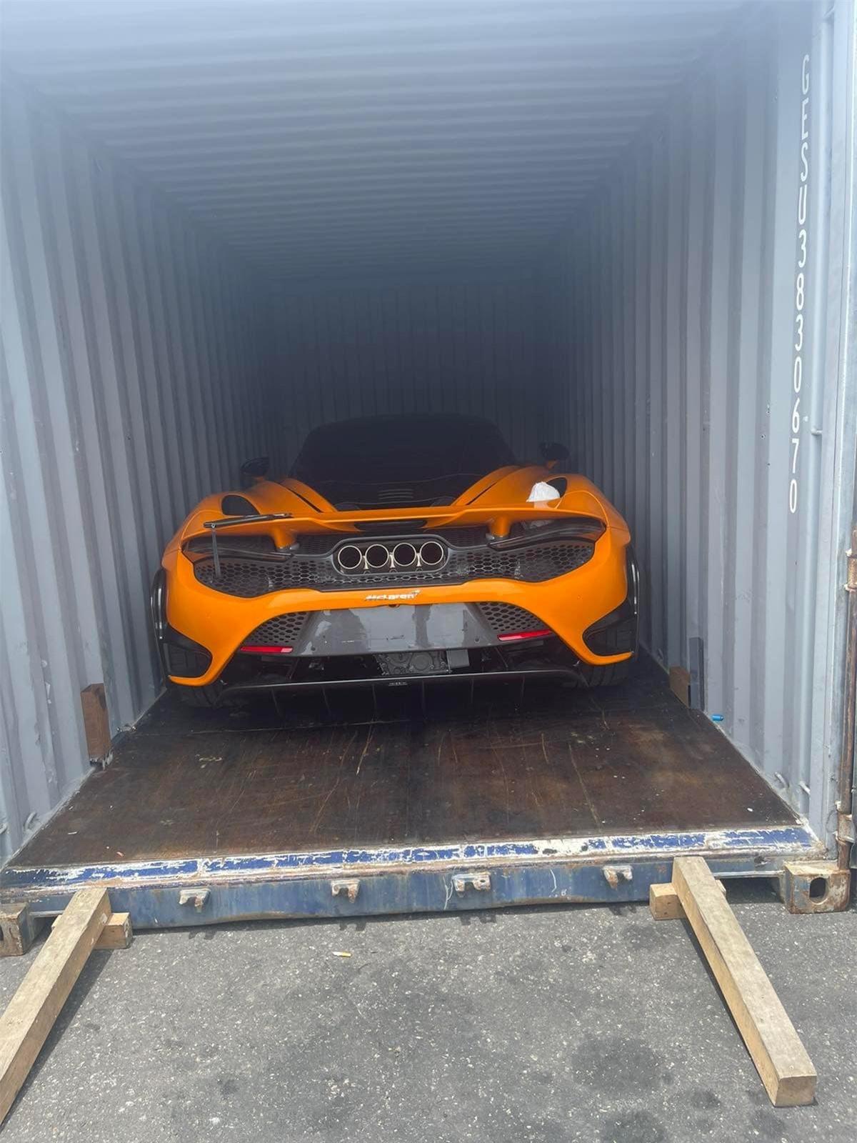 McLaren 765LT có giá bán khởi điểm ở nước ngoài vào khoảng 368.000 USD. Tại Việt Nam, giá bán của xe chưa được công bố./.