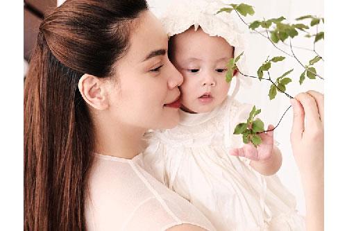Hồ Ngọc Hà khoe ảnh cùng Lisa mà ai cũng xuýt xoa con gái xinh như thiên thần, lấn át cả nhan sắc của mẹ